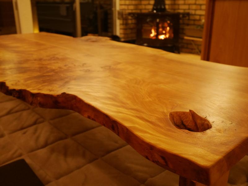 真樺の耳付き座卓のオーダーメイド家具製作