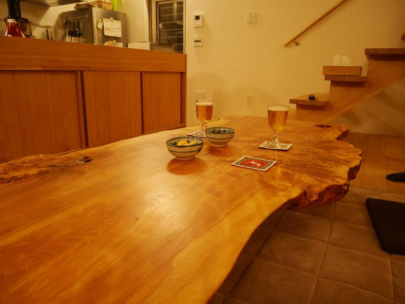 真樺の耳付き座卓。仕上げはグラノールと自家製オイル。
