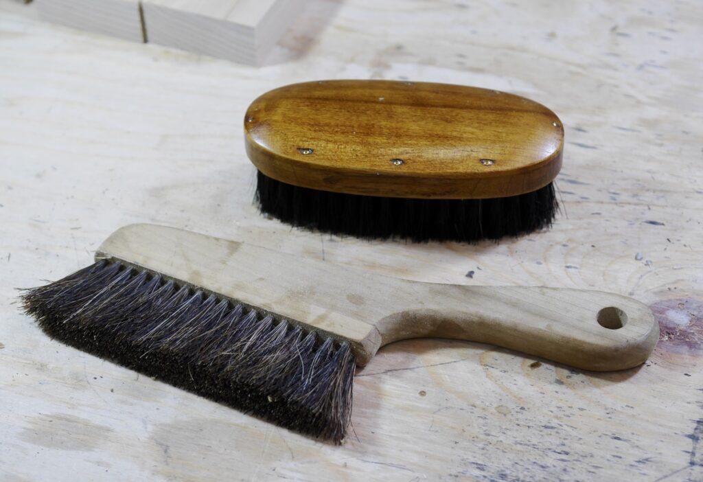 栗の無垢材で作るブラシ